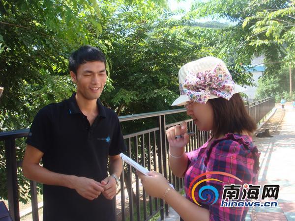 我偷看英语老师跟她_年轻的英语老师符利平,讲述他给山里孩子们量身准备的特殊英语教学