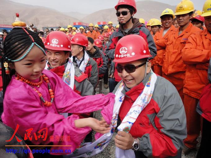 哈达献给中国中铁援建大军