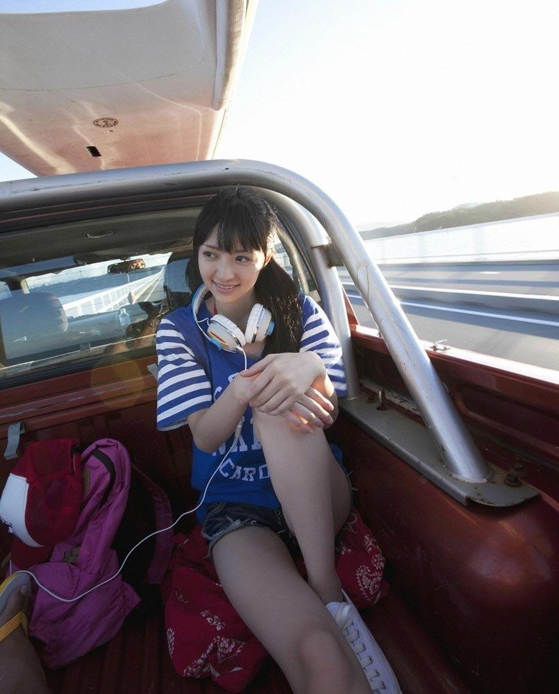 清纯 写真 女生 日本 车模/组图:大眼睛邻家小妹清纯嫩模享受旅途