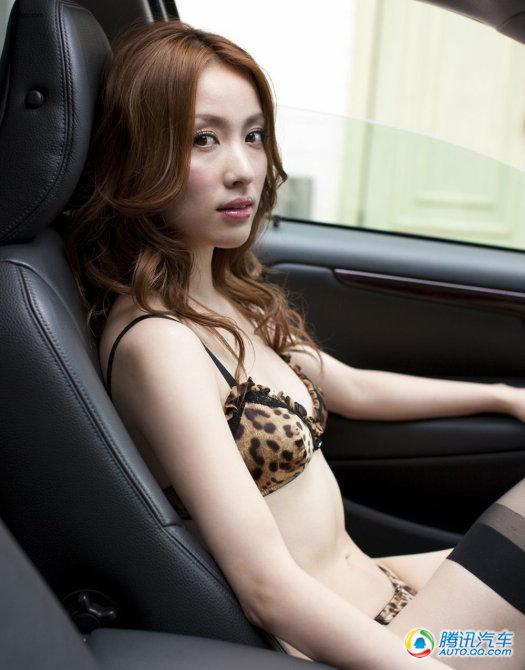 高清:日系黑丝豹纹美女车内窒息诱惑