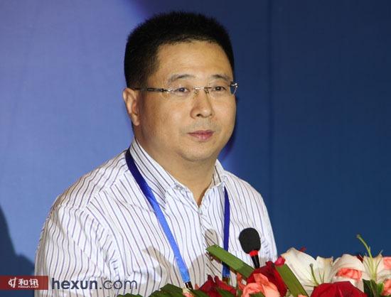 中国人民银行副行长潘功胜,重庆市人民政府市长黄奇帆,全国人大