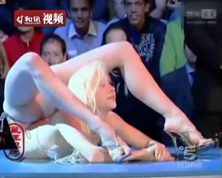 俄罗斯美女比基尼柔术表演 和讯视频
