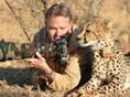 南非动物保护区摄影师抚摸猎豹 共赏照片