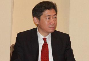图文:李稻葵主持中国与世界经济论坛