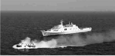 参与搜救马航失联客机的井冈山舰