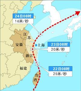 9月22日,与鹤浦镇相距不远的象山县石浦镇境内,车辆在狂风暴雨中行驶.