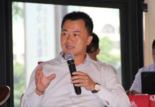 融金所副董事长张东波正在发表观点