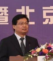 中国保险学会会长姚庆海主持高端对话